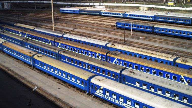 Укрзализныця приобретет еще 11 вагонов-трансформеров