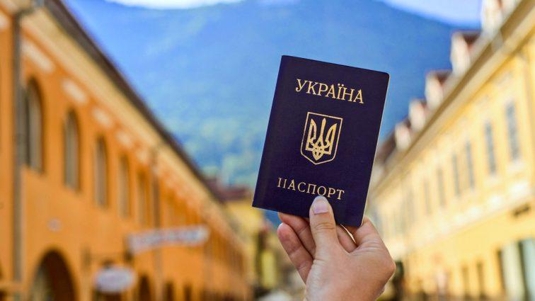 Сколько евро в сутки: появились важное уточнение по украинскому безвизу в разных странах