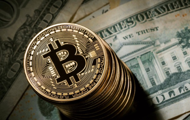 Криптовалюта Bitcoin обвалились на четверть