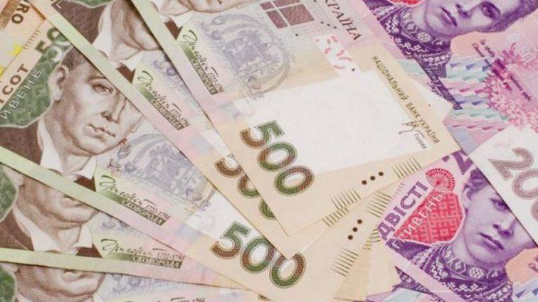 «На два года вперед»: эксперты рекомендуют срочно скупать валюту