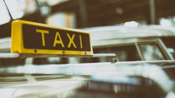 Таксисты в Украине взвинчивают цены