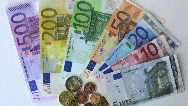 От хорошей жизни Эксперты назвали причины стремительного роста курса евро в Украине