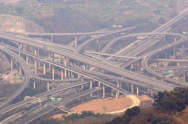 ФОТОФАКТ. В Китае построили пятиуровневую мегадорогу