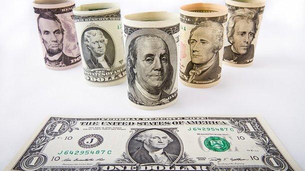 Курс доллара стабилизировался, а евро продолжил падение