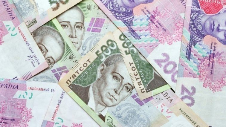 Рада увеличит зарплату помощникам-консультантам нардепов