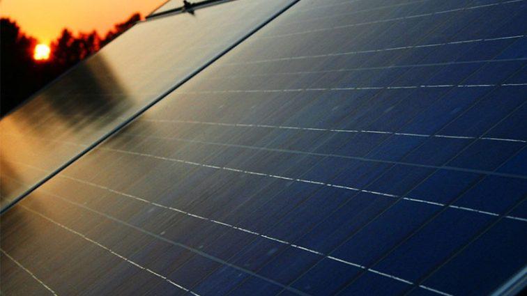 Автобан в Украине оснастят солнечными батареями
