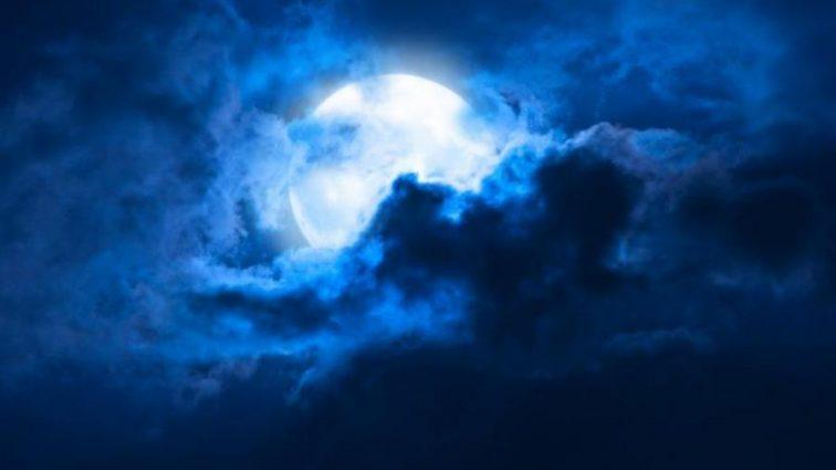 Астрономы обнаружили на Луне каменные дожди
