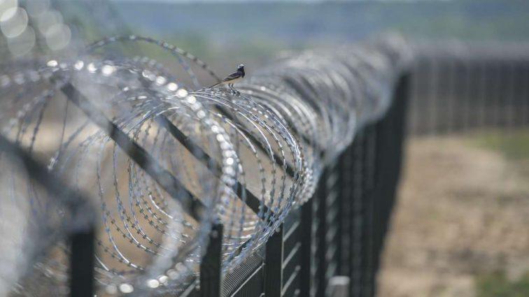 «Стена Яценюка» появится в еще двух областях (фото)