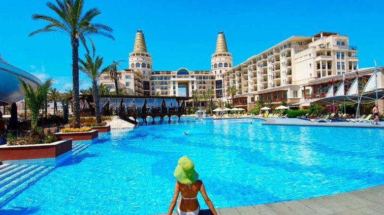 Работа за границей сколько платят на курортах