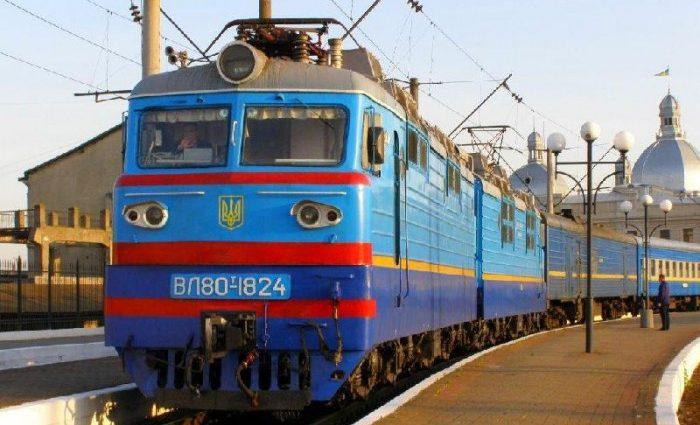 Железнодорожный ад: Пассажирам популярного направления приходится ездить в купе проводника или в туалете