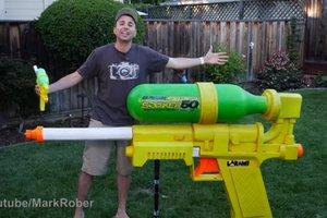 Только посмотрите: Инженер из NASA собрал огромный водяной пистолет