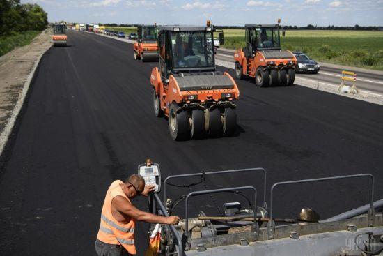 Между двумя морями: В Украине начинают ремонтировать дорогу, которая станет частью международной трассы