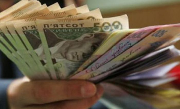 Зарплаты в Украине выросли до семи тысяч гривен
