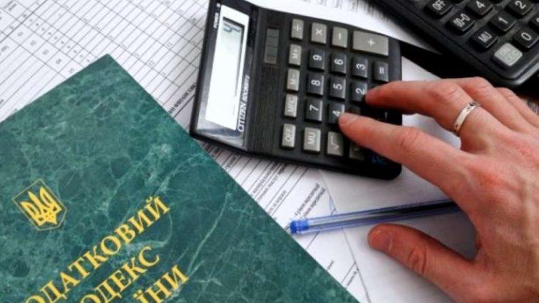 Как украинцев обдирают ненужными налогами