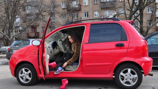 Опасность за рулем: что нельзя обувать водителю