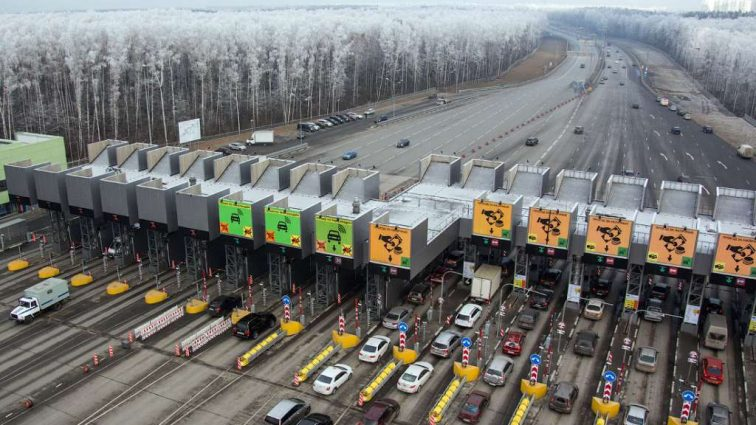 Емельян рассказал, когда в Украине построят платные дороги