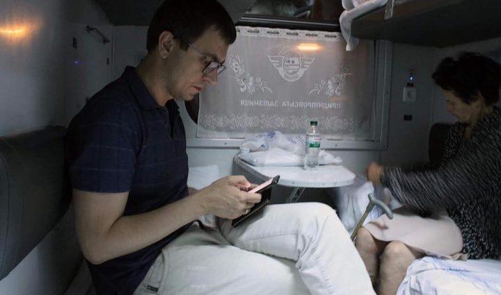 Министр в плацкарте: Омельян поделился впечатлениями от поездки