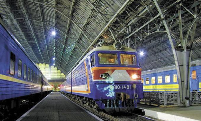 До и после ремонта: «Укрзализныця» показала один из 153 вагонов, которые реконструируют