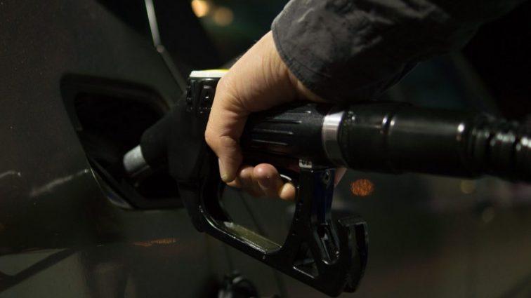 Эксперты рассказали, как изменится стоимость бензина
