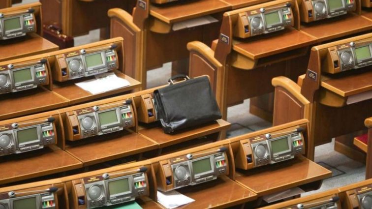 Депутатская неприкосновенность: кто выиграет от скандалов