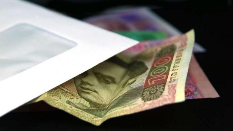 Зарплата в конверте: чем рискуют украинцы