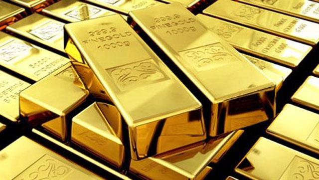 Золото снова дешевеет: Причины и что будет дальше