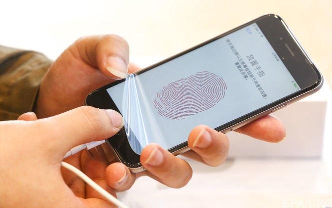 Гройсман анонсировал запуск в Украине цифровой подписи в паспортах и мобильных