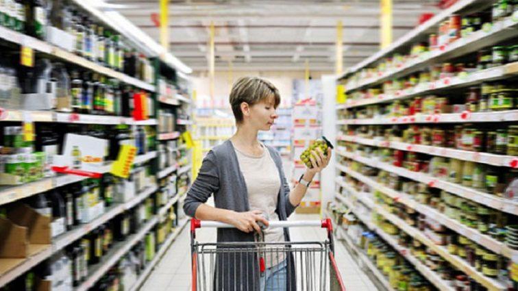 «Не могут они столько стоить»: Сеть шокировали цены на продукты в Крыму!