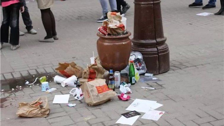 Украинцев ждут штрафы за выбрасывание мусора за пределы урн