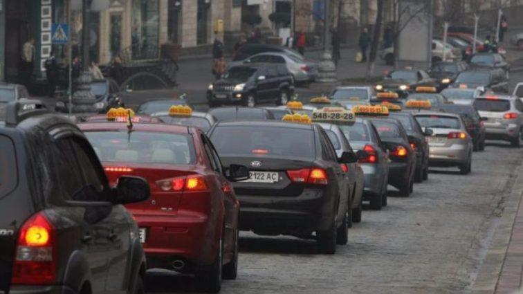 Таксисты резко подняли цены. Цифры шокируют!