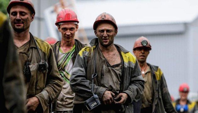 Праздник без зарплаты: как олигархи нагло озолотились за счет шахтеров