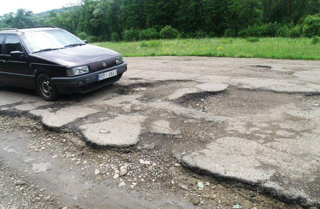 Сейчас не дадут и цента: кто спасет украинцев от кошмарных дорог