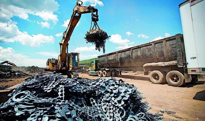Порошенко продлил действие повышенной пошлины на экспорт металлолома еще на год