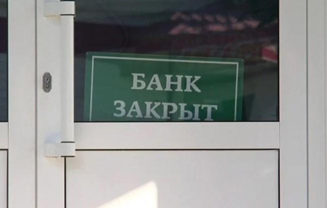 Крупнейший украинский банк заявил о массовых сокращениях