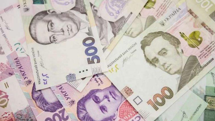 Стразы и монументы: как чиновники тратят деньги украинцев