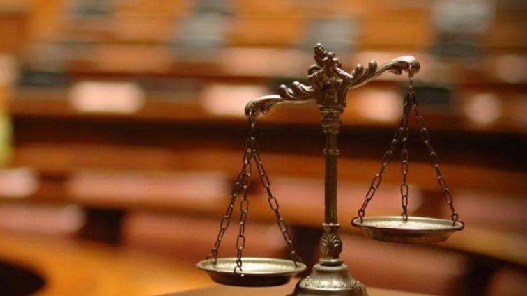 Судья совета приговора воскрешает людей и общается с покойниками
