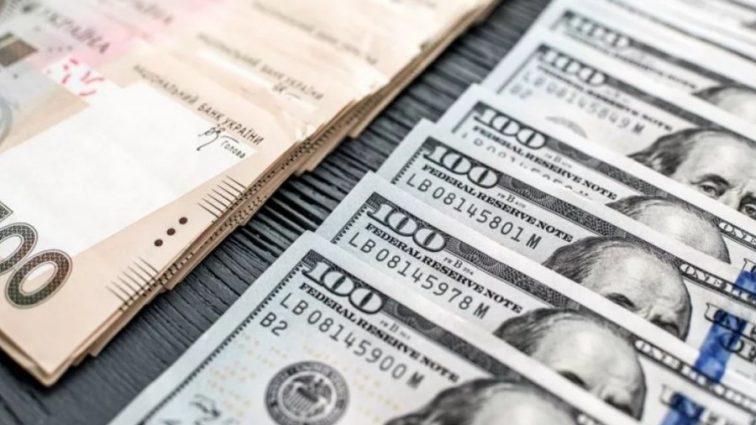 Украина начинает отдавать долги МВФ: что будет с курсом