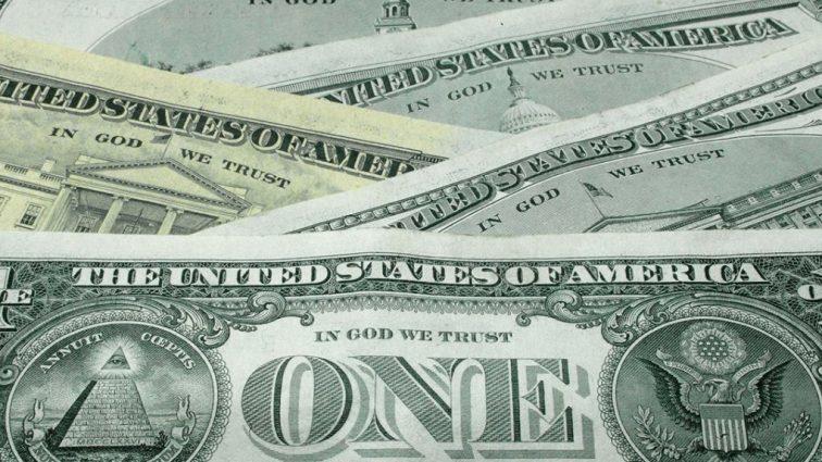 Эксперт рассказал, кто и зачем опускает доллар
