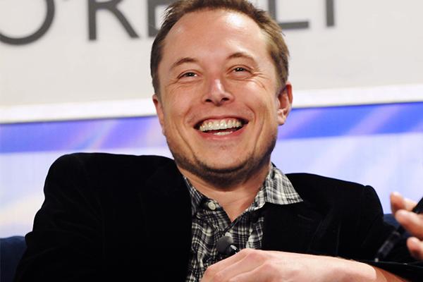 Tesla следит за тобой! В авто нашли камеру, тайно снимает водителя