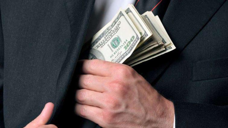 Стали известны шокирующие зарплаты чиновников Министерства юстиции
