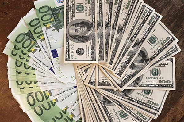 Курс доллара и евро приготовил украинцам сюрприз