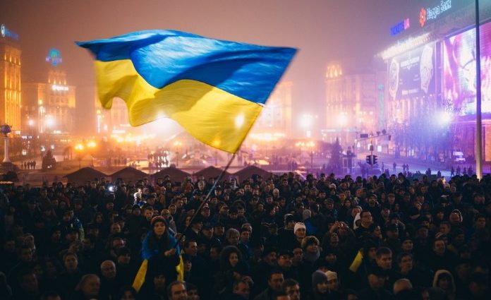 Какой процент украинцев гордится своим гражданством (опрос)