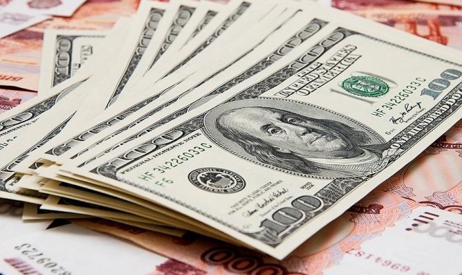 Доллар в Украине подорожал до весеннего уровня