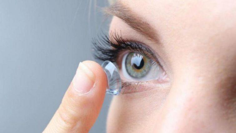 Большинство людей неправильно используют контактные линзы
