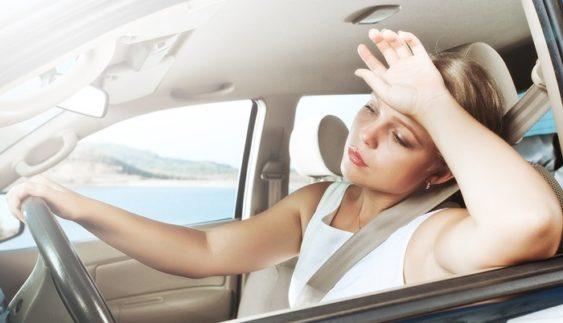 Кефиры, йогурты и … банковские карточки: что нельзя оставлять в жару в авто