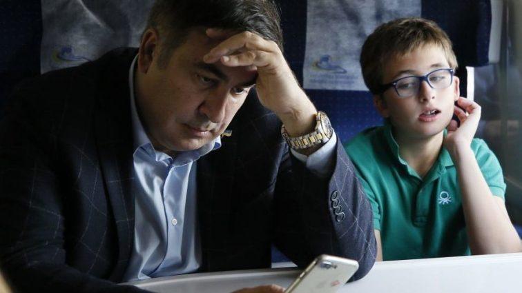 Толпа занесла Саакашвили в Украину: Известный депутат рассказал, кто давал приказ задержать экс-губернатора!