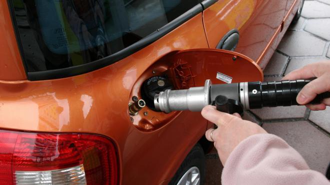 Автомобильный газ продолжает дешеветь