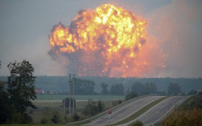 Взрывы на складе боеприпасов в Виннице: 30 000 человек эвакуированы (видео)