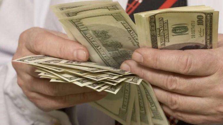 Экономисты предупредили о шторме на валютном рынке