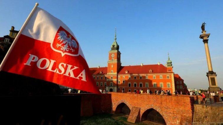 Для украинцев в Польше ввели унизительные правила